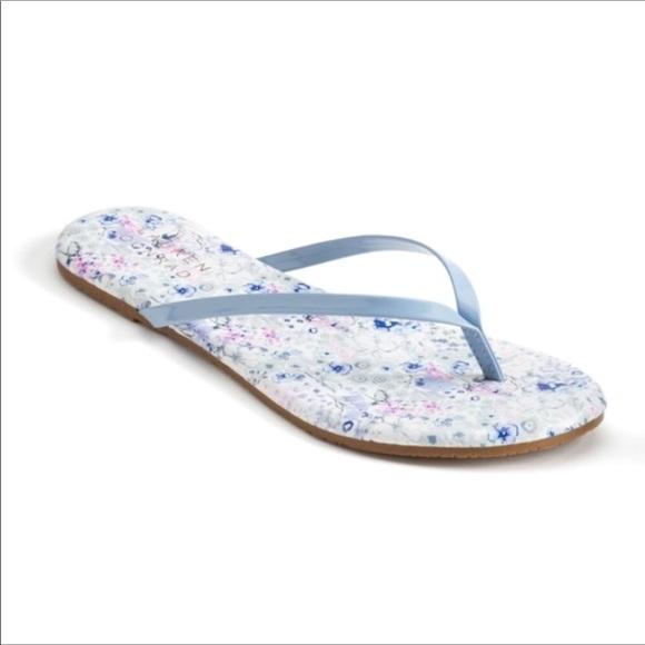 12eea6cb2d88 LC Lauren Conrad Floral Flip Flops